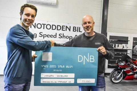 Samarbeid: Vebjørn Hovdejord har nå inngått samarbeid med Frode Iversen og Notodden Bil og Speed Shop. Iversen er imponert over holdningen til 16-åringen – og at han tør å gå ut å si at han vil bli best.