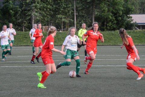 LAGSEIER: Snøggs damer tok sin første seier i 1. divisjon. Therese Biseth leverte en god kamp i likhet med resten av laget i sitt come back.