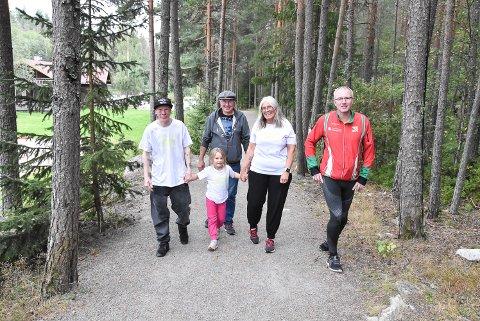 EGET TEMPO: For familien Egedal, Lars Erik Egedal, Emilie Slåstuen Egedal, Rune Egedal og Hilde Egedal er det ekstremt viktig at Tinnemyra Rundt ikke er konkurranse. Primus Motor Egil Simones kaller de fire for målgruppen for arrangementet.