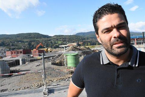 VIL BLI ORDFØRER: Han dukket plutselig opp i politikken. Notodden Senterpartis Nuno Marques er klar til å ta over ordførerjobben. Og vil ikke låse seg fast til det rødgrønne samarbeidet som partiet hans har vært en del av de siste fire årene.