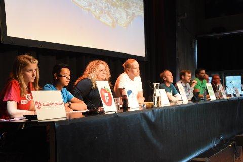 PANEL: Samtlige 10 partier i Notodden stilte til partidebatt onsdag kveld da temaet var ungdom og oppvekst i Notodden.