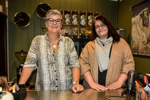 SPENTE: Hanne Kjersti Bugge Robertsen (t.h.) og Gitte Robertsen er spente og gleder seg til å åpne Heimil på Tuvensenteret i dag.