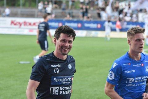 SMILER: Smiler  Kenneth Dokken og Michael Ledger etter kveldens kamp mot Aalesund borte? NFK-seier vil være en fotball-bombe.