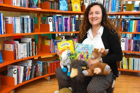 BARNAS BIBLIOTEK: Katrin Grenzer er ny barne- og ungdomsbibliotekar ved Notodden bibliotek. Hun håper småbarnsfamiliene i hele distriktet får glede av høstens varierte tilbud.