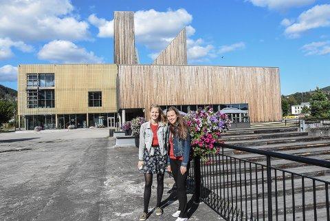 NYE BYGG: Guro Nyhus Hagen og Live Brenna Løvheim mener alle nye kommunale hus må bygges med tanke på miljøet.