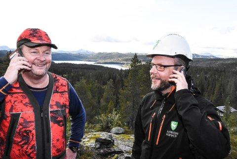 GLADMELDING: Audun Dølen og Bengt Halvard Odden kan opplyse om at det nå blir telefondekning på Breivann - og områdene rundt.
