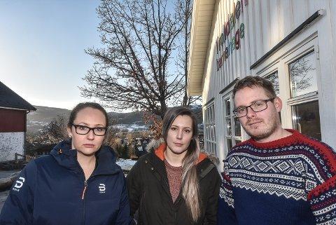 BEST: Foreldre-talspersonene fra venstre Stine Dale, Maria Andreassen og Andreas Susrud er strålende fornøyd med barnehagen sin - og forstår ikke hvorfor eieren vurderer å legge ned og flytte Notoddens beste barnehage.