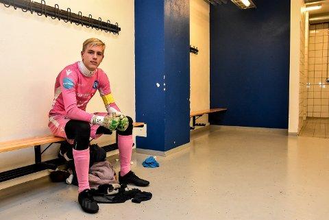 BENKEN: Aleksander Jacobsen har en ambisjon om å bli Notodden Fotballs førstekeeper om noen år.