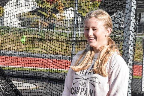 FORNØYD: Når man er best i landet er det all grunn til å smile. Julie Lie Karlberg håper hun topper den samme lista også neste år.
