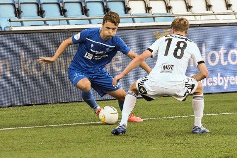 MED: Espen Hagen er en spiller NFK vil ha med videre. Her  Oscar Solnørdal.
