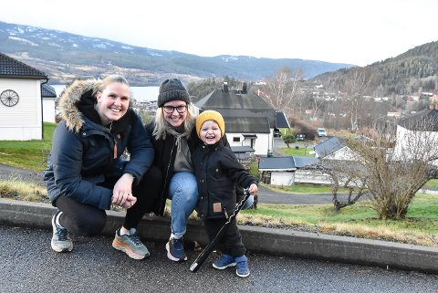JUL: Kirvil Odden Sundsfjord (t.v), Charlotte Odden Sundsfjord og  Aksel Odden Sundsfjord tar julefeiringen på Notodden i år. Når det nærmer seg nyttår setter trioen kurs mot Bodø.