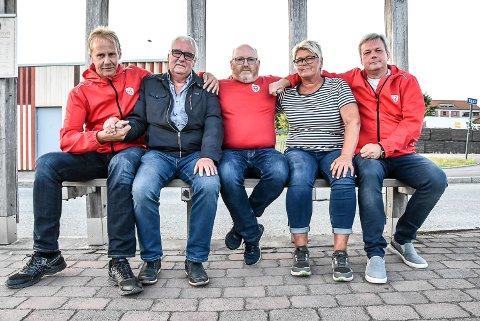 TO AV FEM: Tor Borgejordet (t.v.) Otto Pedersen, Bjørn Sverre Nilsen, Sølvi Berntsen og Johannes Odden slo ring om ordføreren og partilederen sin i fjor høst, nå har to av dem meldt seg ut av partiet.