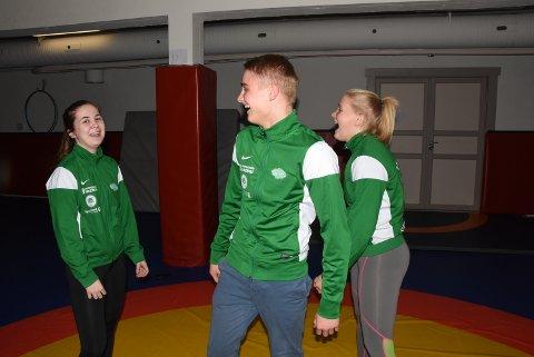 KLARE FOR LANDSKAMP: Anne Svarstad, Lars Sander Eriksen og Synne Eriksen håper å fylle idrettshallen lørdag, når de beste rekruttene til Russland, Finland og Sverige kommer til Notodden.