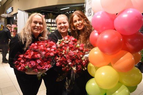 GOD FLYT: Lena Kaasa og Heidi Berg i Floriss Solsikka opplevde god vekst i 2019 og senterleder Margit Bakken er kjempefornøyd med omsetningsrekord for Tuvensenteret.