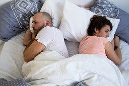 TRØBBEL I PARADIS: Stemningen i senga kan bli dårligere hvis medisiner får ødelegge sexlysten. Antidepressiva, p-piller og hjerte- og blodtrykksmedisiner er blant medisinene med nedsatt lyst som vanlig bivirkning. FOTO: Shutterstock/NTB scanpix /