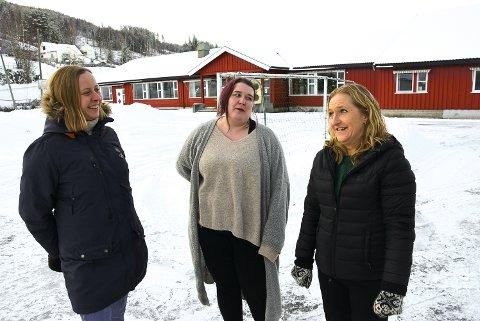SAMARBEIDER: Fra venstre Ida Enge Sundøen, Siri Hildonen og Ann Kristin Sandnes Bakken i nystiftede Yli Vel samarbeider gjerne med kjøpere av Yli skole om tiltak som kan utvikle dette til et nærmiljøområde.