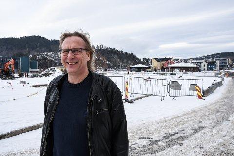 MISTER: Notodden Blues Festival mister campingplasser, parkeringsplasser - og tivoliet. Men festivalsjef Jostein Forsberg klager ikke. Dette har vært kjent kjempelenge. Og festivalen applauderer utbyggingen av Notodden sentrum.