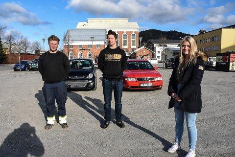 RÅNERE: Notodden-rånerne Tor Andre Bergestig, Niklas Halstensen og Kristine Moland Pedersen kjenner seg ikke helt igjen i den beskrivelsen beboere langs Storgata i Notodden har gitt. Bak en rånermopedbil - Og Kristines røde Audi A4B5.