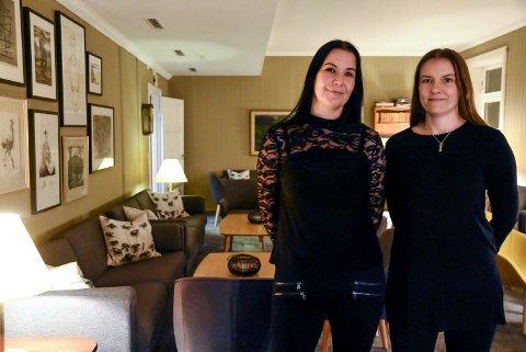TRAVELT: Gry Berge og Kjersti Rokne Moen har hatt det gledelig travelt etter de overtok driften av Brattrein Hotell 1. februar.
