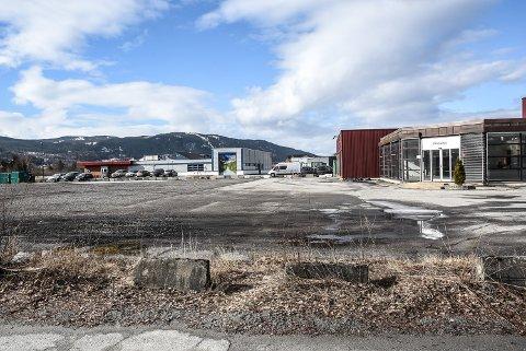 """TOMT: Dette er en del av den 19 mål store tomta som skal kunne bli en ny """"handelsklynge"""" her på Tuven."""