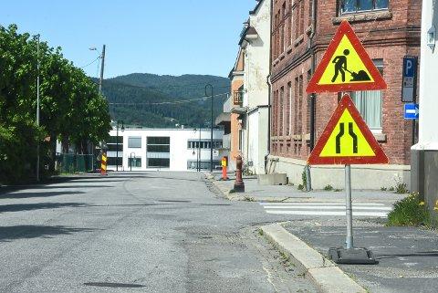 VEIARBEID: Det asfalteres i Birkelands gate, men ikke helt slik du kanskje tror.