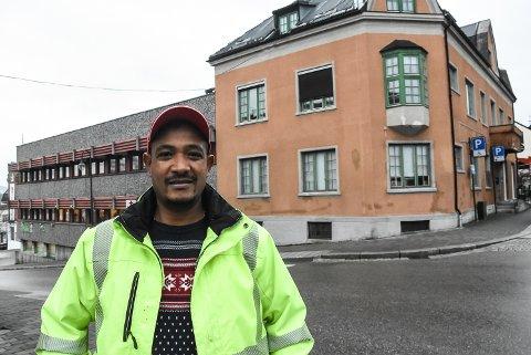 KJØPTE: Mesfin Fitsum kjøpte disse bygårdene tidlig i 2019, og bygde treningssenter i de tomme lokalene etter Notodden bibliotek. Nå er Mudo Gym til salgs. Foto: Kai Andersen