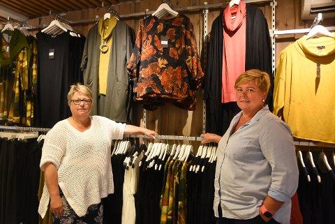 GJENÅPNER: Synnøve Haugen og Bente Moen starter opp igjen Karma Notodden sammen. De gleder seg til gamle og nye kunder kommer innom for å se hva de kan tilby til høstgarderoben.