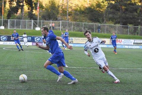 GA BORT: Sjur Lothe ga bort ballen i forkant av 1-0 til Arendal.