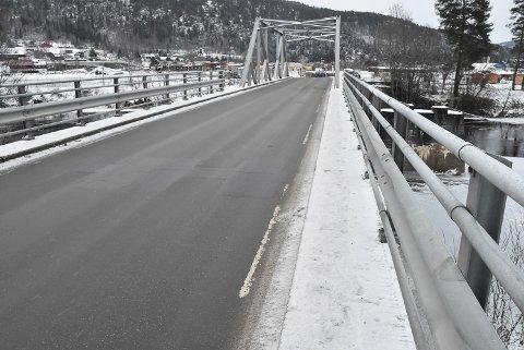 UTFORDRING: Broen over Heddøla er en utfordring og et fordyrende element med tanke på gang- sykkelvei mellom Yli-Strupa.