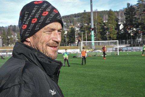 SETT: Øyvind Tobiassen har ikke vært redd for å skille de beste fra de nest beste i barnefotballen, men mener det er helt greit bare alle blir sett. Og det får han nå igjen for.