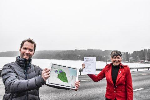 REGULERT: Med Rossebu og tenkt Telemark Ring-plassering i bakgrunnen, kan Henrik Frisak og Gry Fuglestveit fornøyd konstatere at reguleringsplanen for Telemark Ring formelt er godkjent.