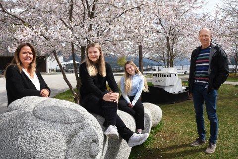 SOMMERKURS: Trude Tobiassen, Linnea Kaste, Ane Amalie Elvethon og Ståle Solberg er kjempeglad for at Notodden kommune kan tilby tøffe sommerkurs for elever på mellom- og ungdomstrinnet i år.