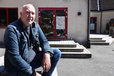 STENGT: Daglig leder Ole Richard Moen ved Bellman kulturpub mener det er tryggest akkurat nå å vente litt til med å åpne puben etter at smitten i Notodden økte igjen.