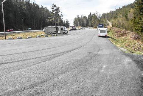 LEGGES OM: Rasteplassen på Jerpetjønnhovet vil forsvinne når ny E 134 står klar. Turfolket skal imidlertid få nye parkeringsplasser nærmere Øvre Jerpetjønn.