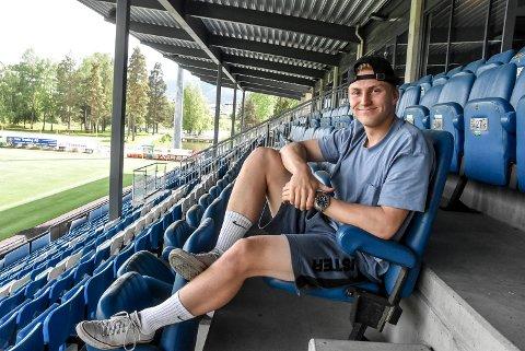 TILBAKE: Mats Røisgaard (18) har prøvd seg i både Stabæk og Mjøndalen, men er nå tilbake i Notodden Fotball - og blitt et lokalt tilskudd i A-stallen.