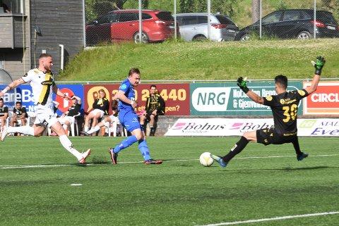 NFKs Melvin Tony Frithzell setter inn kampens og NFKs første mål