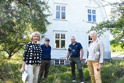 KJEMPER: - Asbjørn Knutsens gate 3 må ikke rives, mener Anne Kvalheim, Trond Aasland og Frode Paulsen i Notodden Arbeidersamfunn samt og Anne Haugen Wagn i Notodden SV.