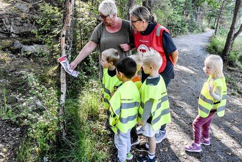 TURBOTRÅKK:  Pedagogisk leder Trude Rulnes og Mari Beitnes fra Notodden turlag er glad for samarbeidet de kan ha om turbotråkk. Dette er en dag ungene husker og gleder seg til.