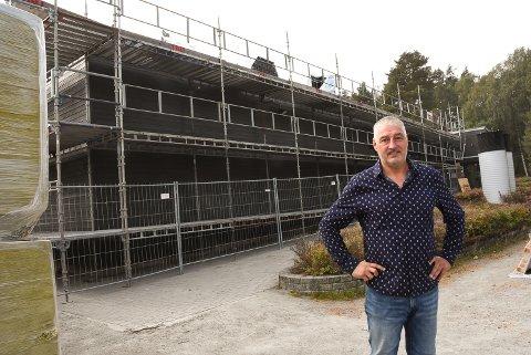 Alle gatelys i Notodden kommune skal skiftes ut til å bli LED-baserte for å spare strøm og penger, bekrefter virksomhetsleder for eiendom og utedrift, Thor Andre Hauge.