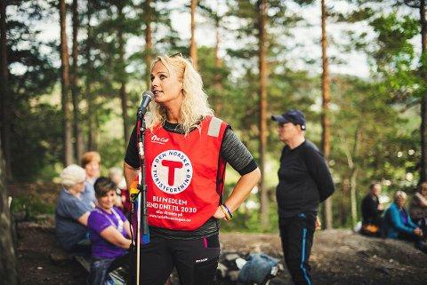 UENIG MED AVSENDER: Leder av Notodden Turlag Silje Brokke mener leserinnlegget i seg selv understreker viktigheten av Regnbueløypa på Notodden.