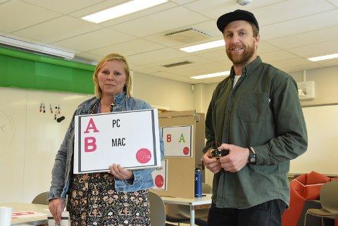 DIGITAL FREMGANG: Leder på DigTekLab Anita Flaen Mæland og Reiar Kravik har laget en valgspesial med studentene på USN. Den er kodet slik at en kan stemme på to alternativer, og resultatene vises på en tavle.