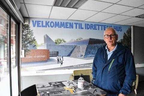 ALVOR: Jonny Pettersen sier Notodden kommune ikke kan være bekjent av at barn og unge ikke får de aktivitetstilbudene de ønsker. Nå er han nok en gang på hugget i forbindelse med den dårlige hallkapasiteten i