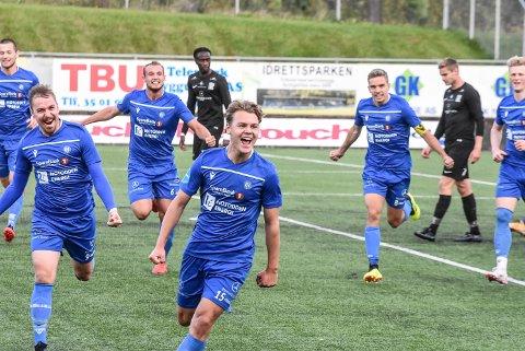MÅL: Espen Mogen Hagen jubler etter at han satte inn 1-0 mot Kjelsås. Nå kan det gå mot midtstopperplass på den lokale spilleren.