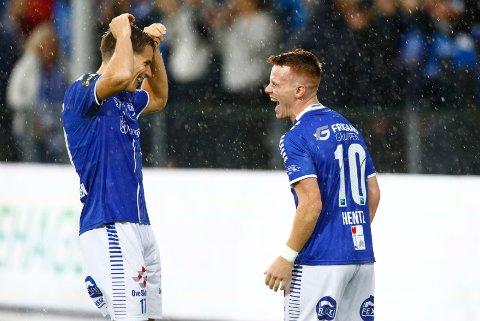 Kristoffer Zachariassen (t.v.) og Tobias Heinz jubler, etter at Heinz ga hjemmelaget ledelsen 1-0 i kvalifisering til Europa League i fotball mellom Sarpsborg og Maccabi Tel-Aviv på Sarpsborg  stadion.