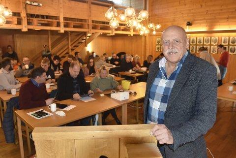 INVITERER: Heimordfører Odd Jarle Svanem inviterer til storfest i Sodvinhallen for å markere nykommunen.