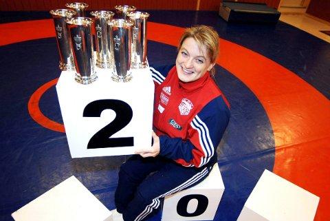 Gullgrossist: Gudrun Høie avbildet i 2005. Da hadde hun vunnet sju kongepokaler, men da Tidens Krav skulle ta bilde fant hun bare seks av dem hjemme på premiehylla. Og i 2010 fikk hun kongelig heder slik at hun har totalt åtte kongepokaler. Ingen idrettsutøvere fra Møre og Romsdal har like mange.