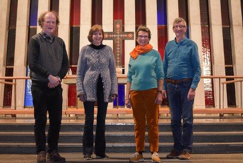 Organist Bjørn Magne Langseth (f.v), diakon Åse Kvalvik, Else Live Stokstad i meninghetsrådet og sokneprest Tormod Sikkeland ønsker alle velkommen til å ta i bruk kirken nå før jul.