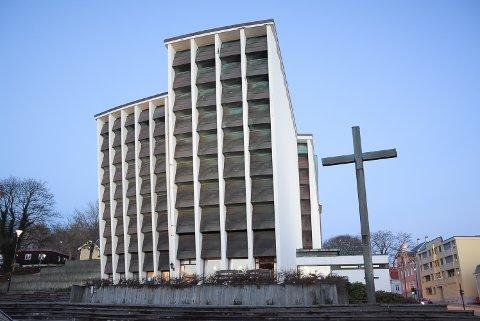 Kirkelandet Kirke og de andre kirkene på ytre Nordmøre holder åpent i de tidsrommene det vanligvis skulle vært gudstjenester (arkivbilde)