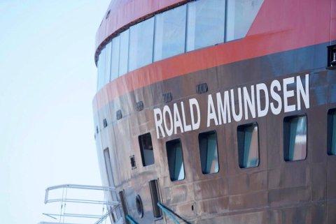 I ISOLASJON: MS «Roald Amundsen» er satt i isolasjon som følge av koronautbruddet om bord.