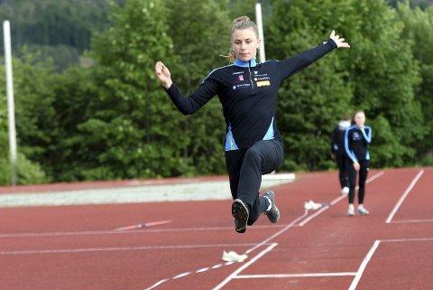 Til EM: Lisa Wilker fra Tingvoll er uttatt til å representere Norge i U20-EM i friidrett. Den allsidige 18-åringen skal konkurrere i mangekamp.